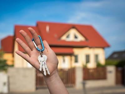 买房时,应该先过户还是先交钱?过来人:听我的不会吃亏