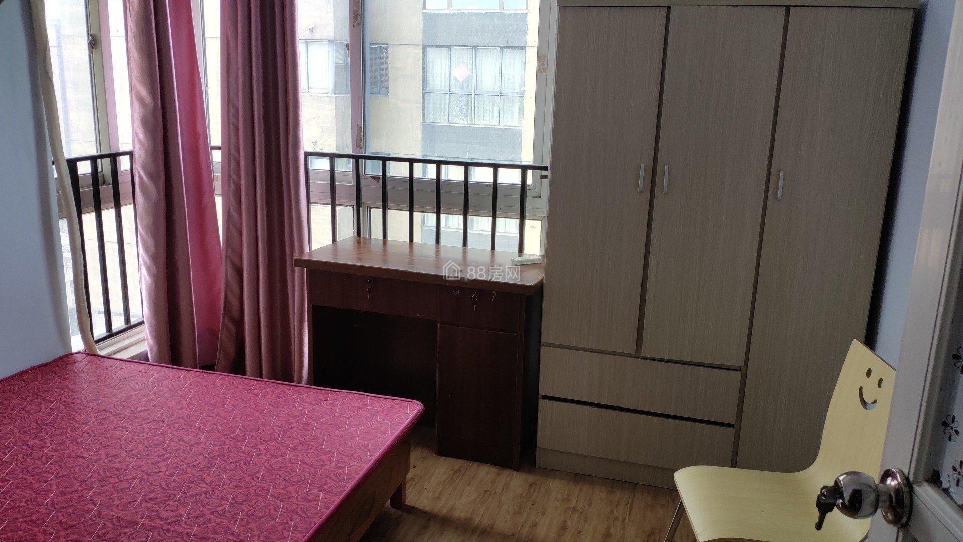 新名园 3室2厅1卫,拎包入住,南北通透。