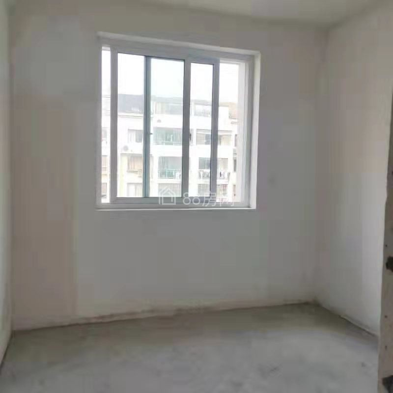 锦景园南区,毛坯小三房送车库,随时看房仅售106万,有钥匙