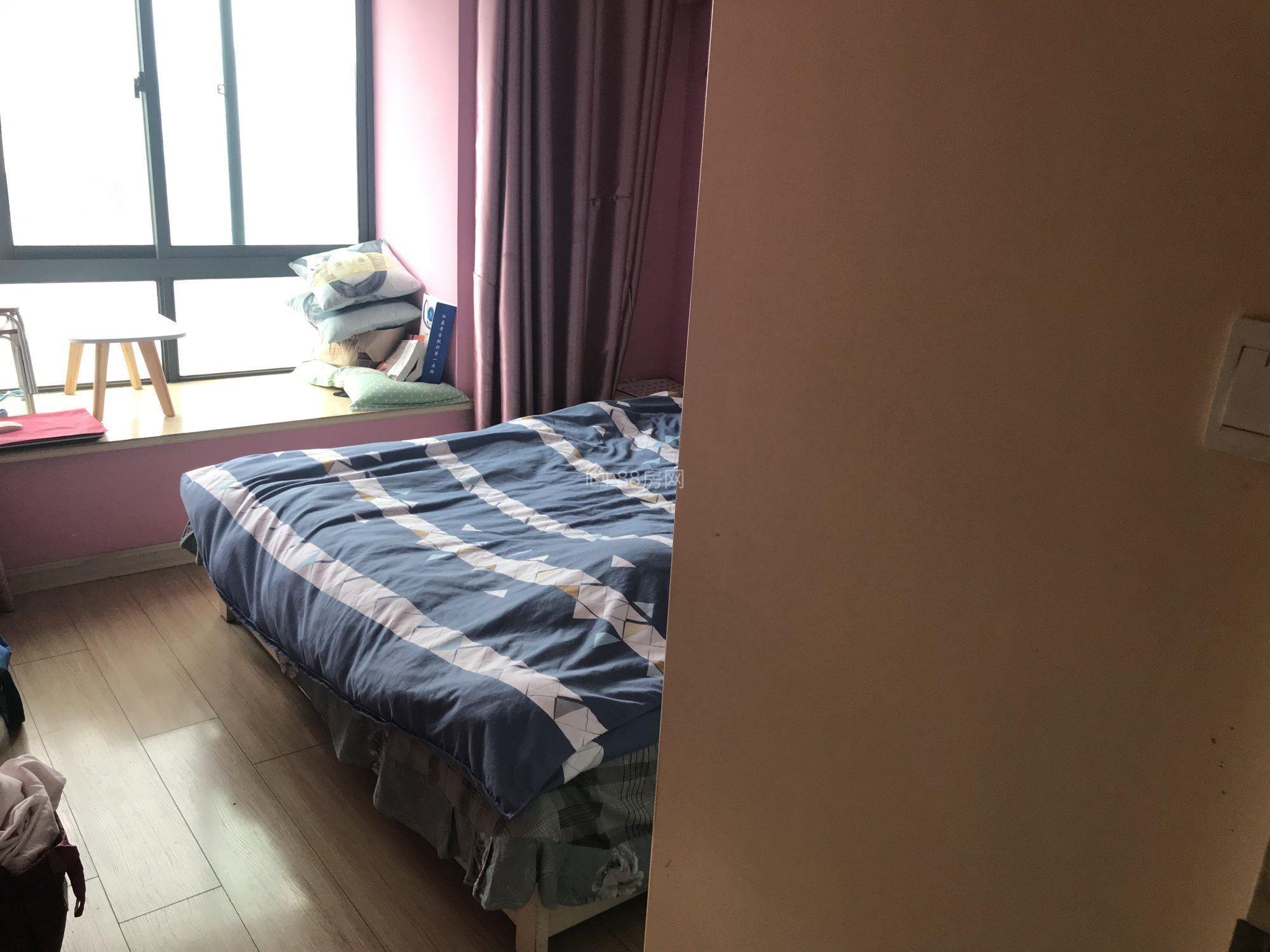 新城域精装公寓出租,民用水电,带燃气,保养好,看房有钥匙
