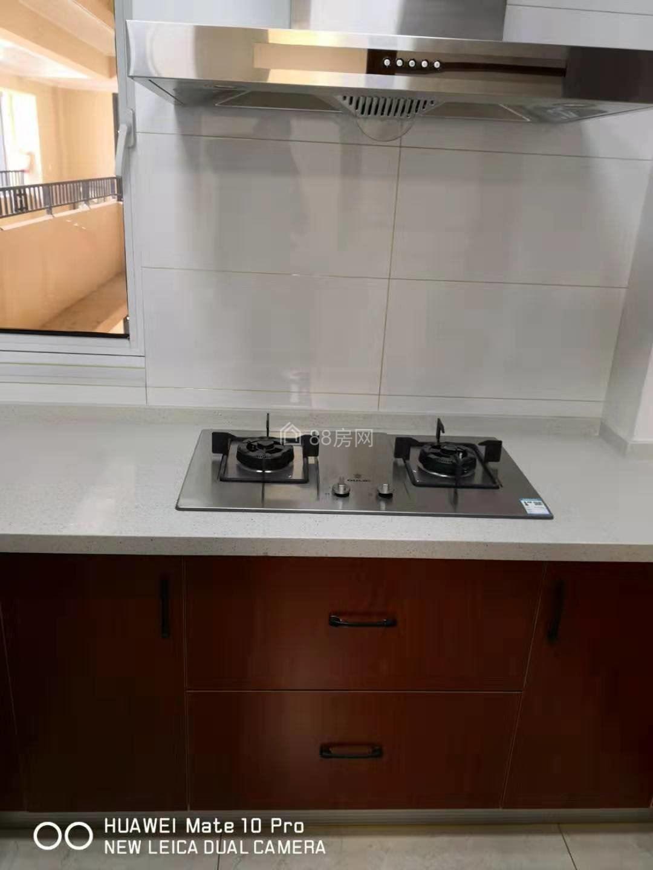 中南锦苑 两房精装 中央空调 家具齐全 带车位一起出租有钥匙