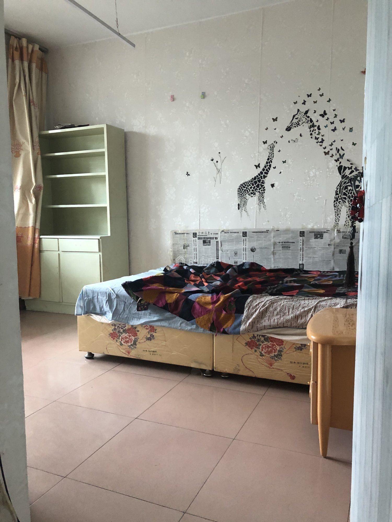 凤鸣 市医院附近 低楼层 简装三室 可洗澡做饭 拎包入住