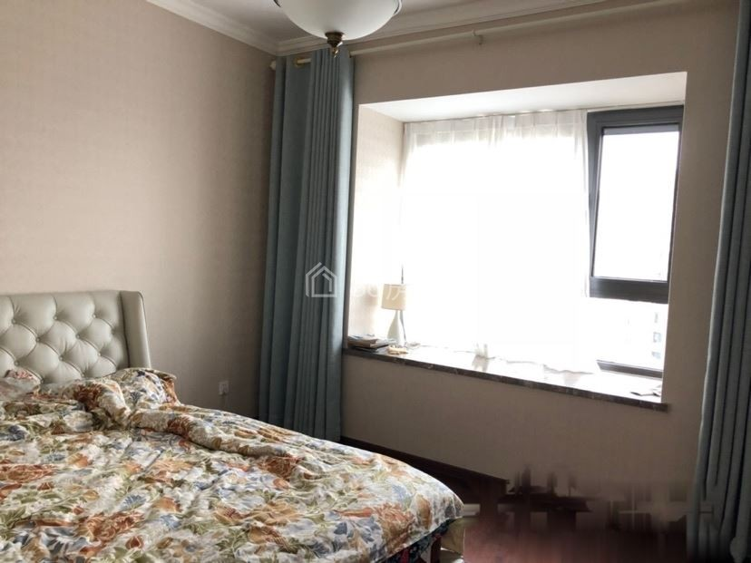 中山壹品,豪装楼层佳,带中央空调地暖,设施齐全