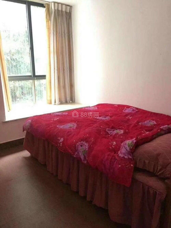 新县城和安现代城3房2厅租1800元月
