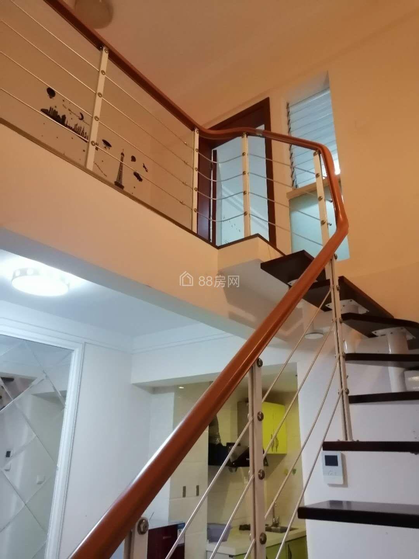巧克力公寓78平米2室1厅1卫 精装 带家具家电出租