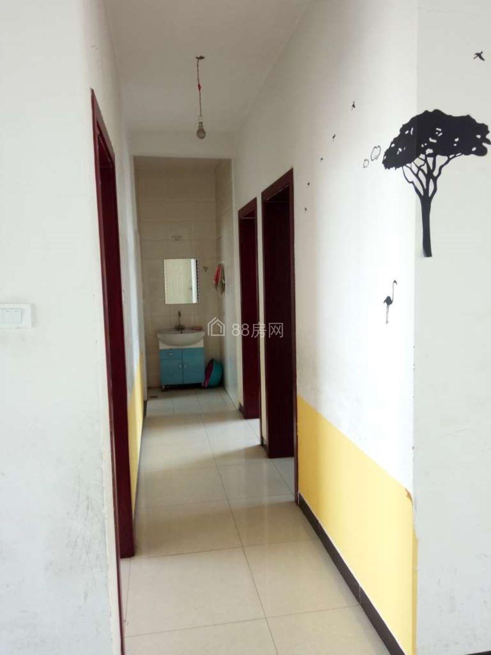 水寨小学旁圣庭花屿93平米3室2厅1卫带基本家具出租