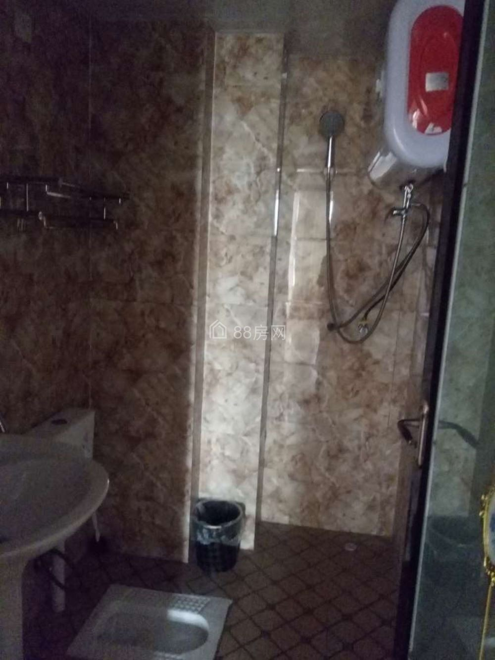 金麟湾旁阳光上城58平米2室1厅1卫 带家具出租700元每月