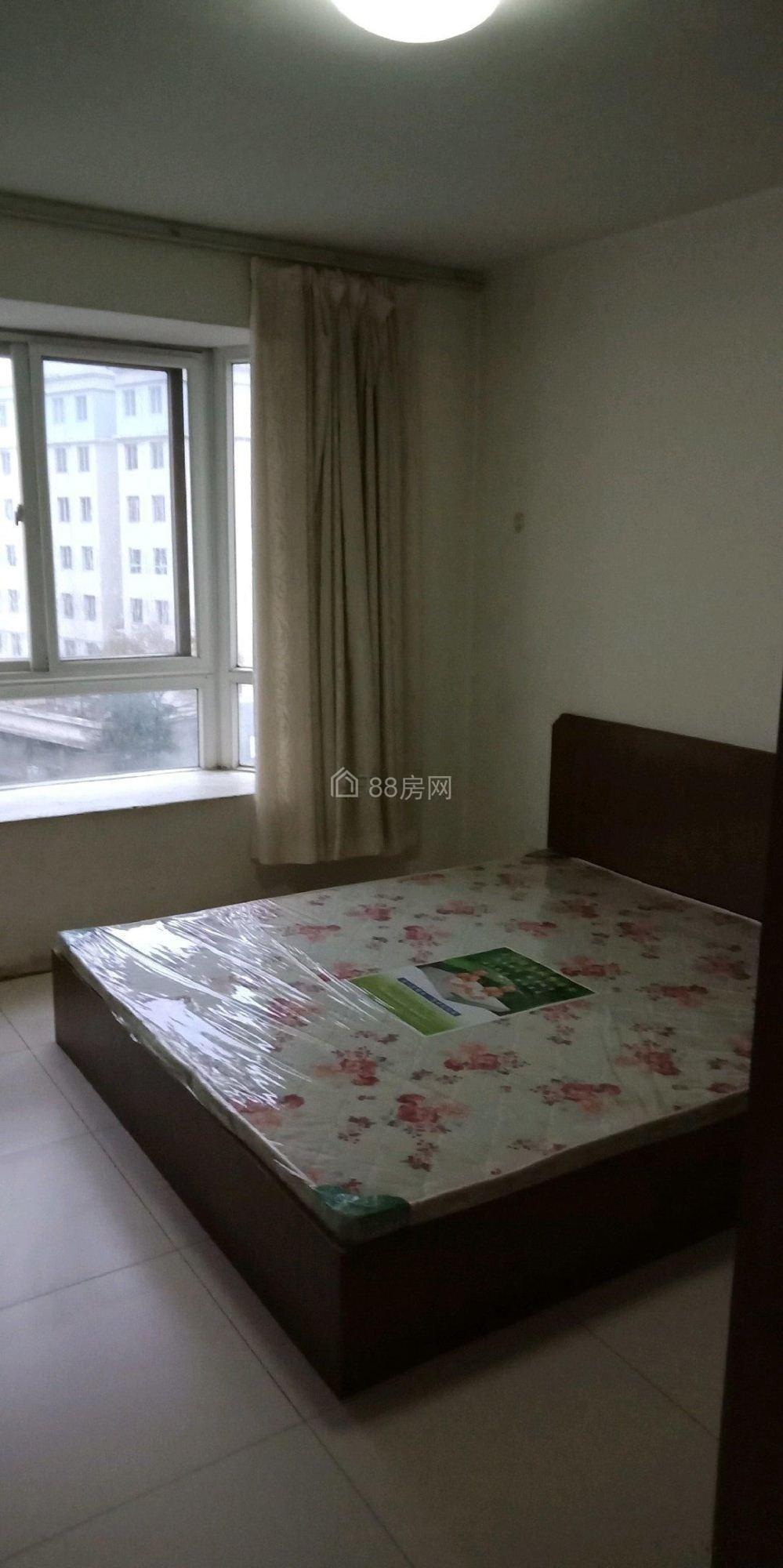 南颐花园95平米3室2厅1卫 带全套家具 出租850元每月