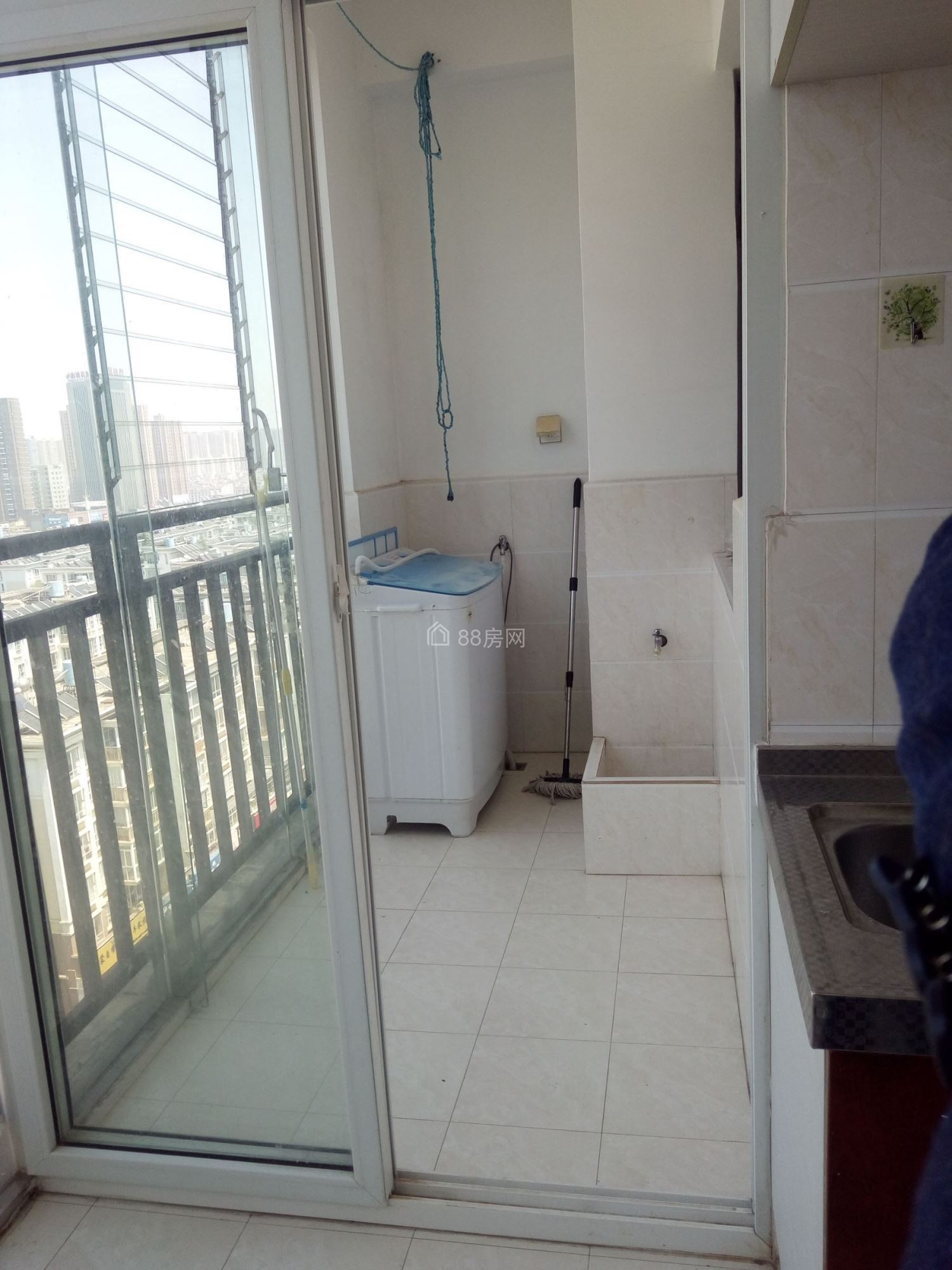 吉象园电梯房88平米2室2厅1卫 带全新家具出租950元