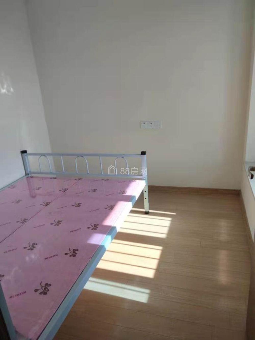 麒麟学校碧桂园120平3室2厅1卫 带全套家具出租1500元