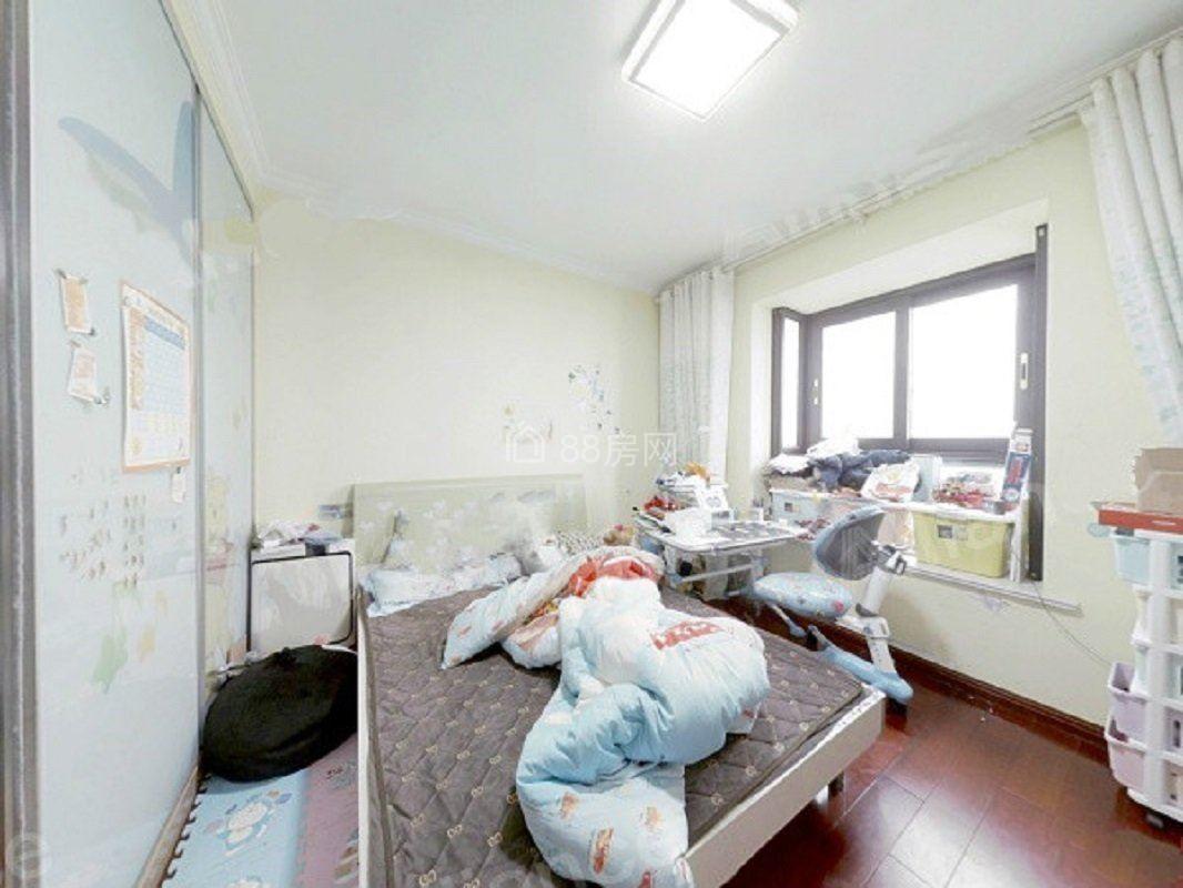 急卖!夏泉绅 精装三房 品质小区 中间层 满五唯一 保养好