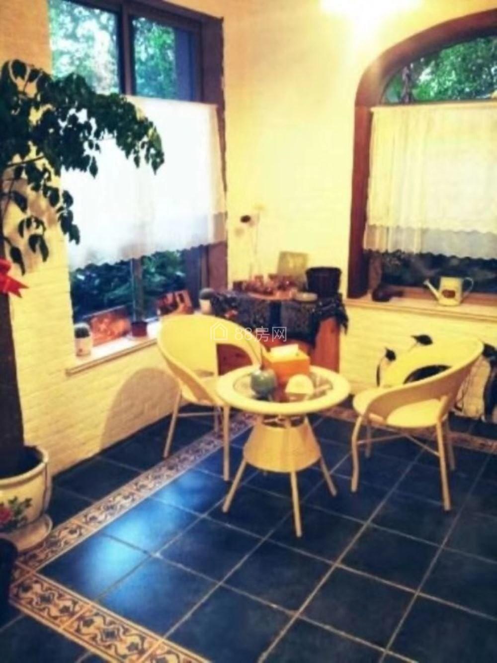 优山美地6室精装洋房出租!送花园,家具家电齐全,可办公可自住