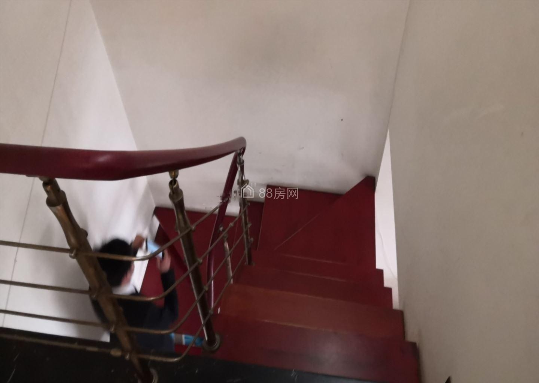 安静小区,低价出租,春风绿苑 2100元 3室3厅1卫 普通