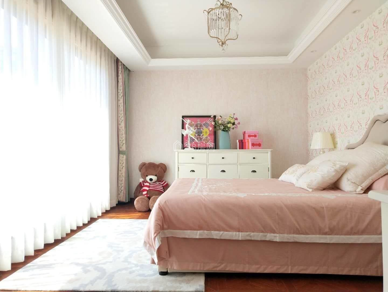汀香独栋别墅,三面环水花园1000平,业主急售,豪装带家具