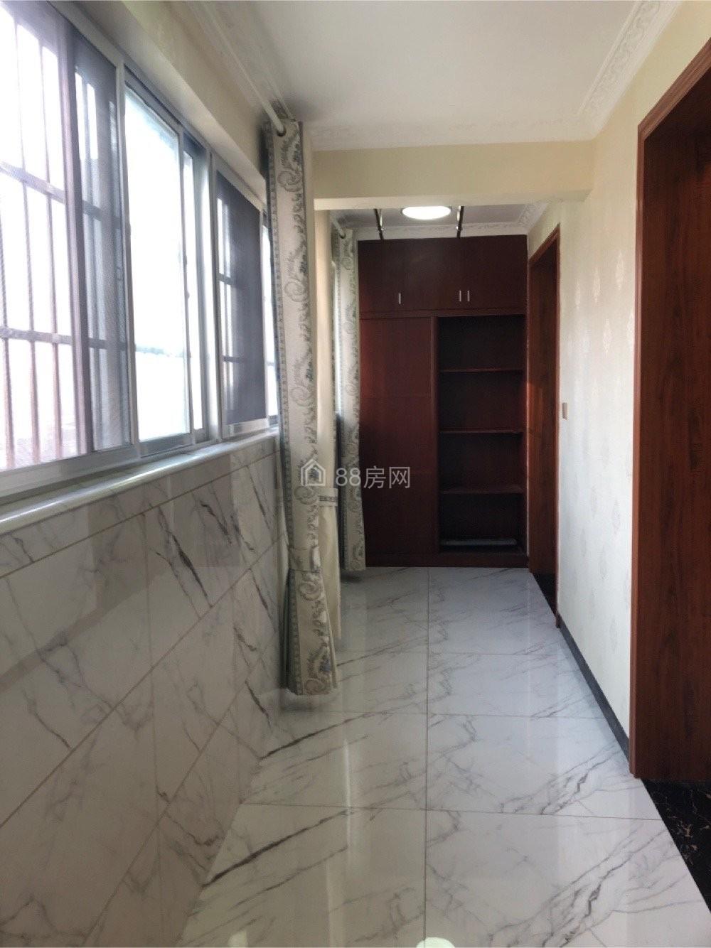大汉龙城旁学林雅园电梯房140平米房东自住精装四房出售