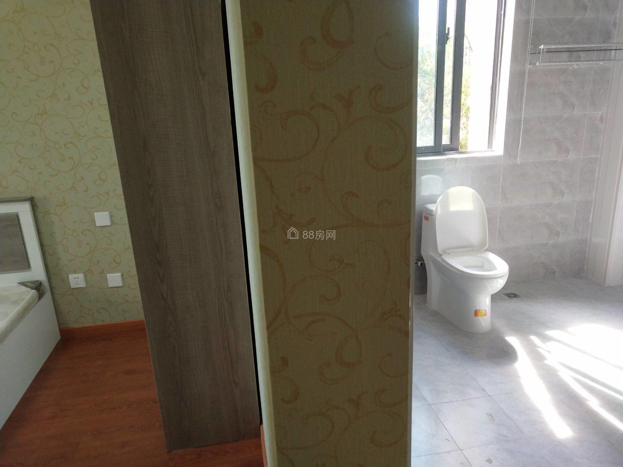 宝能城(二期) 银泰旁 独卫个人直租 宽带 家电齐全房间干净