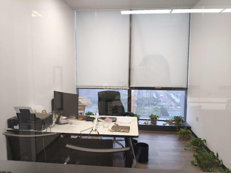 太湖新城 金融街 联合金融大厦 玻璃幕墙 地铁口 停车方便