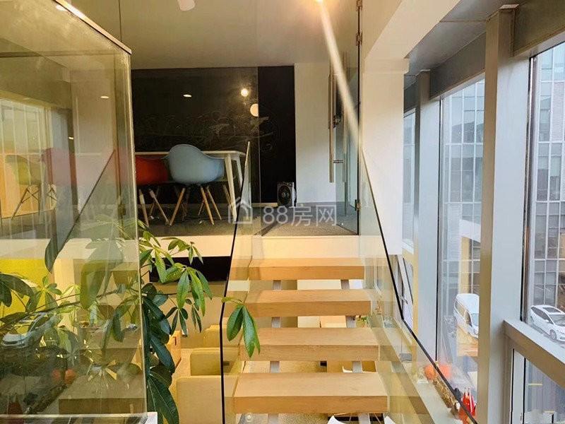滨湖区 喜年中心200平 双面采光 可通水 带隔断 带家具