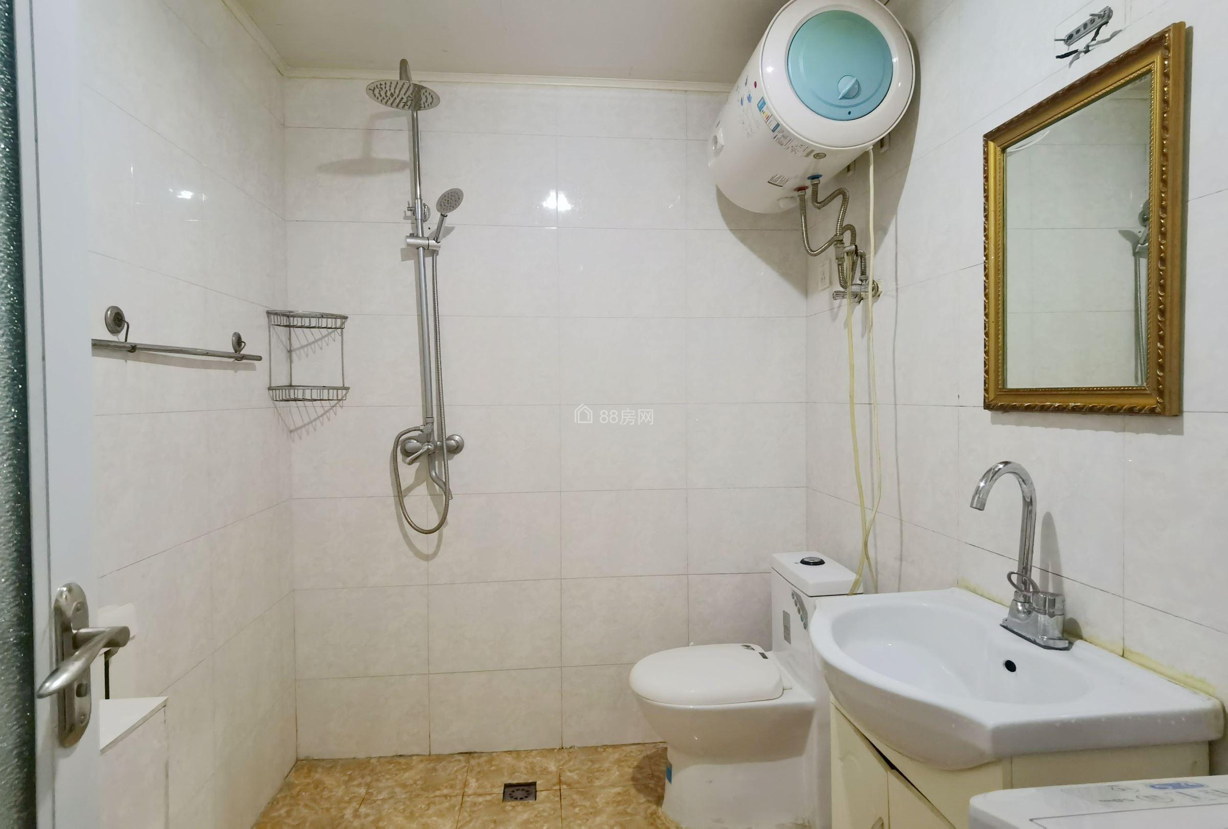 总部基地一室一厅,可短租,家具家电齐全