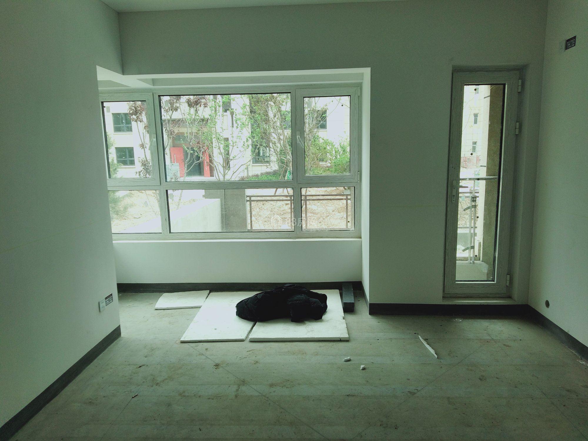 凤凰华庭,一楼带大花园,平层准现房出售,北塔初中部学校