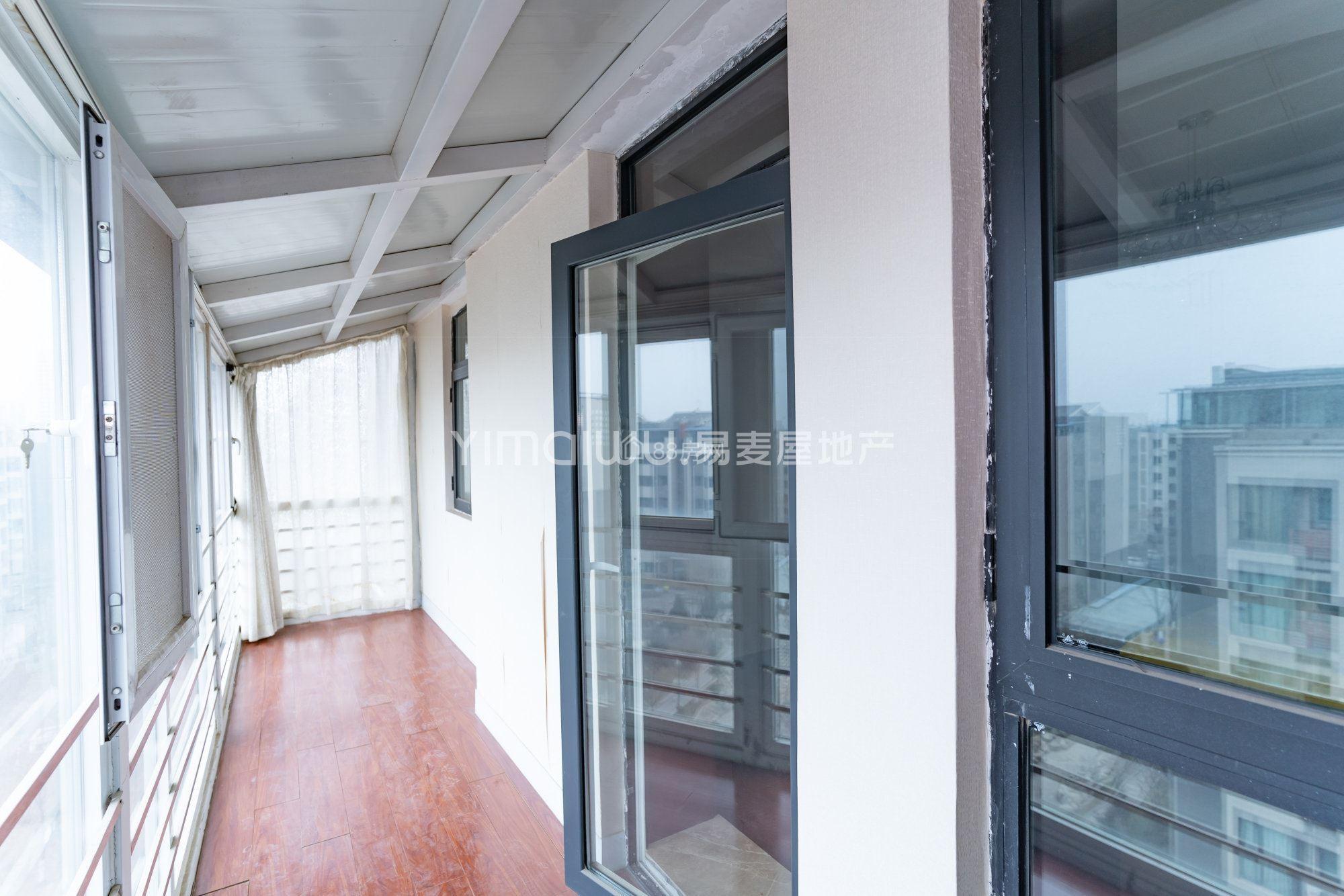 京能天下川,中装复式电梯大房出售,学籍未用,无大税,可观湖景