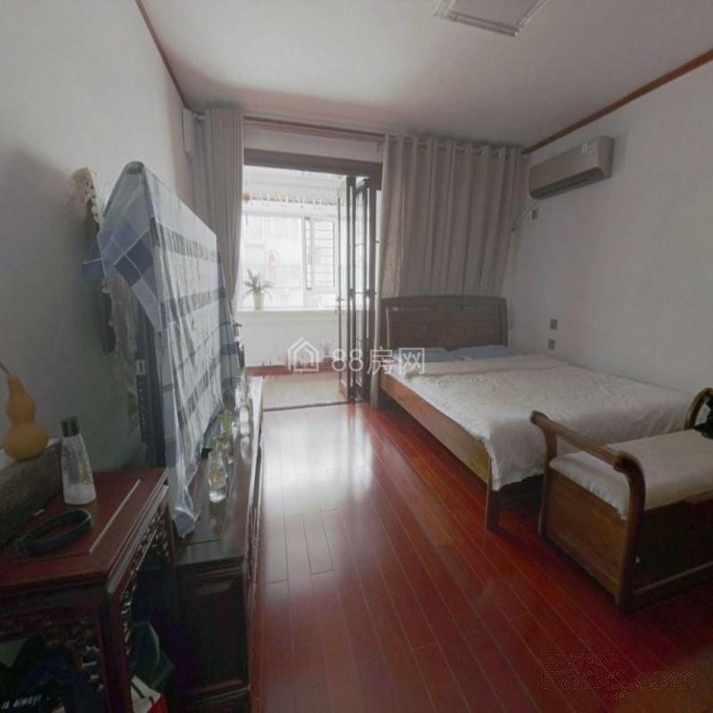 马鞍山路单位宿舍 有电梯中间楼层 精装修 看房方便大院传达