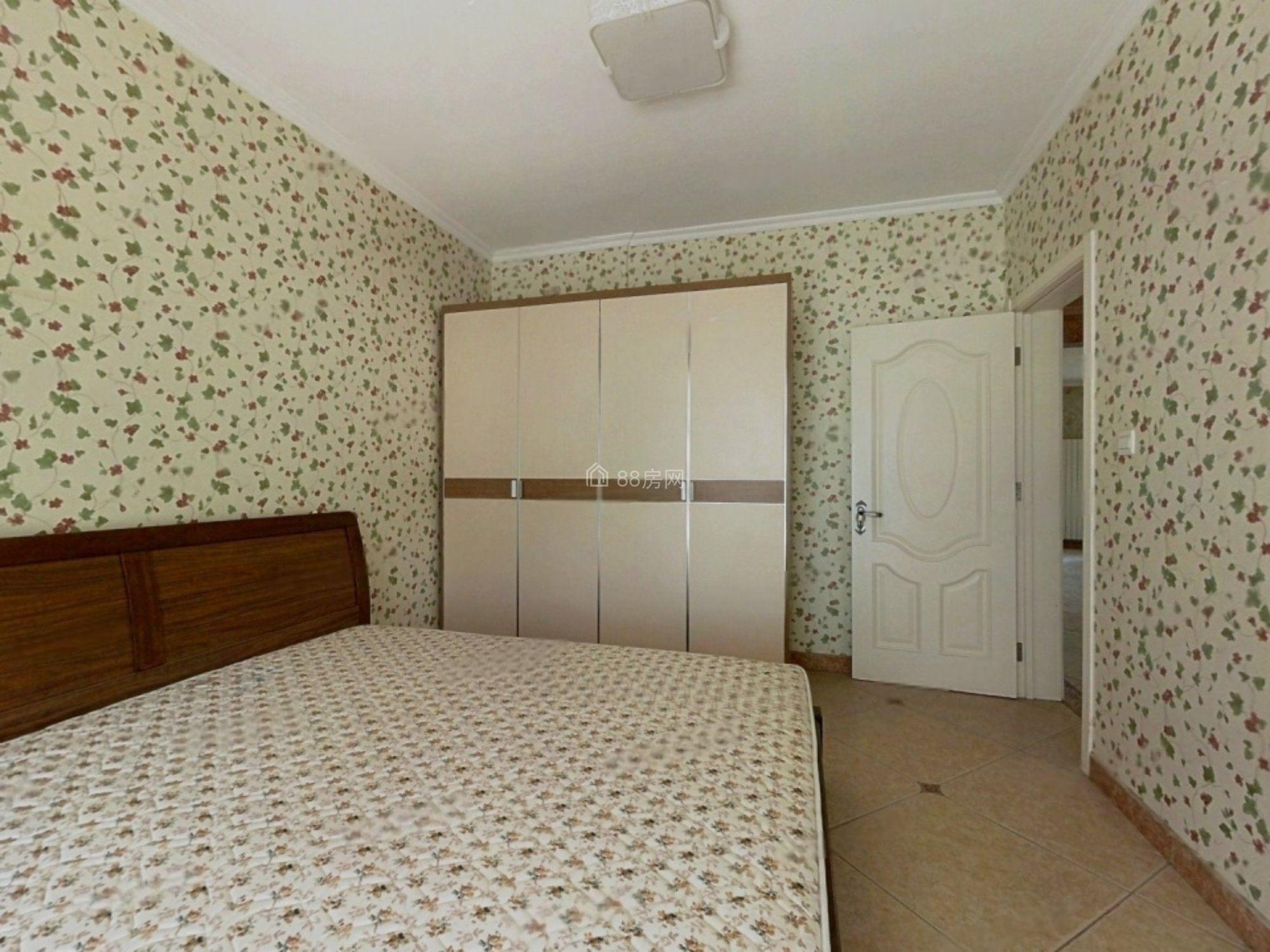 银丰花园精装修装修全明3房,位置安静,前后无遮挡,家电家具全