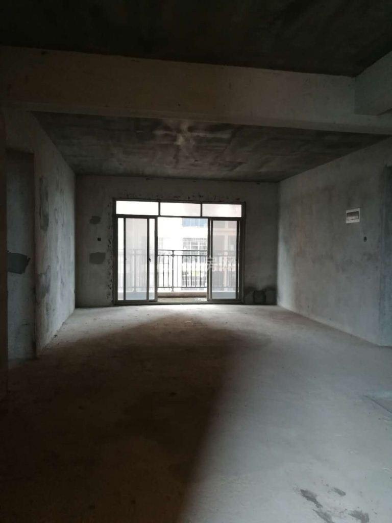 超好的地段!!稀缺天悦 城 106万 5室2厅2卫 毛坯