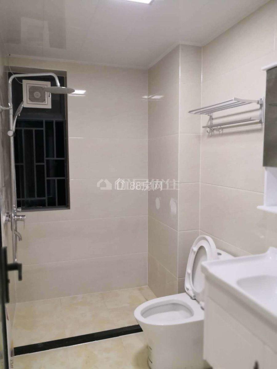 光大山湖城 3室2厅2卫 3200元月 电梯房