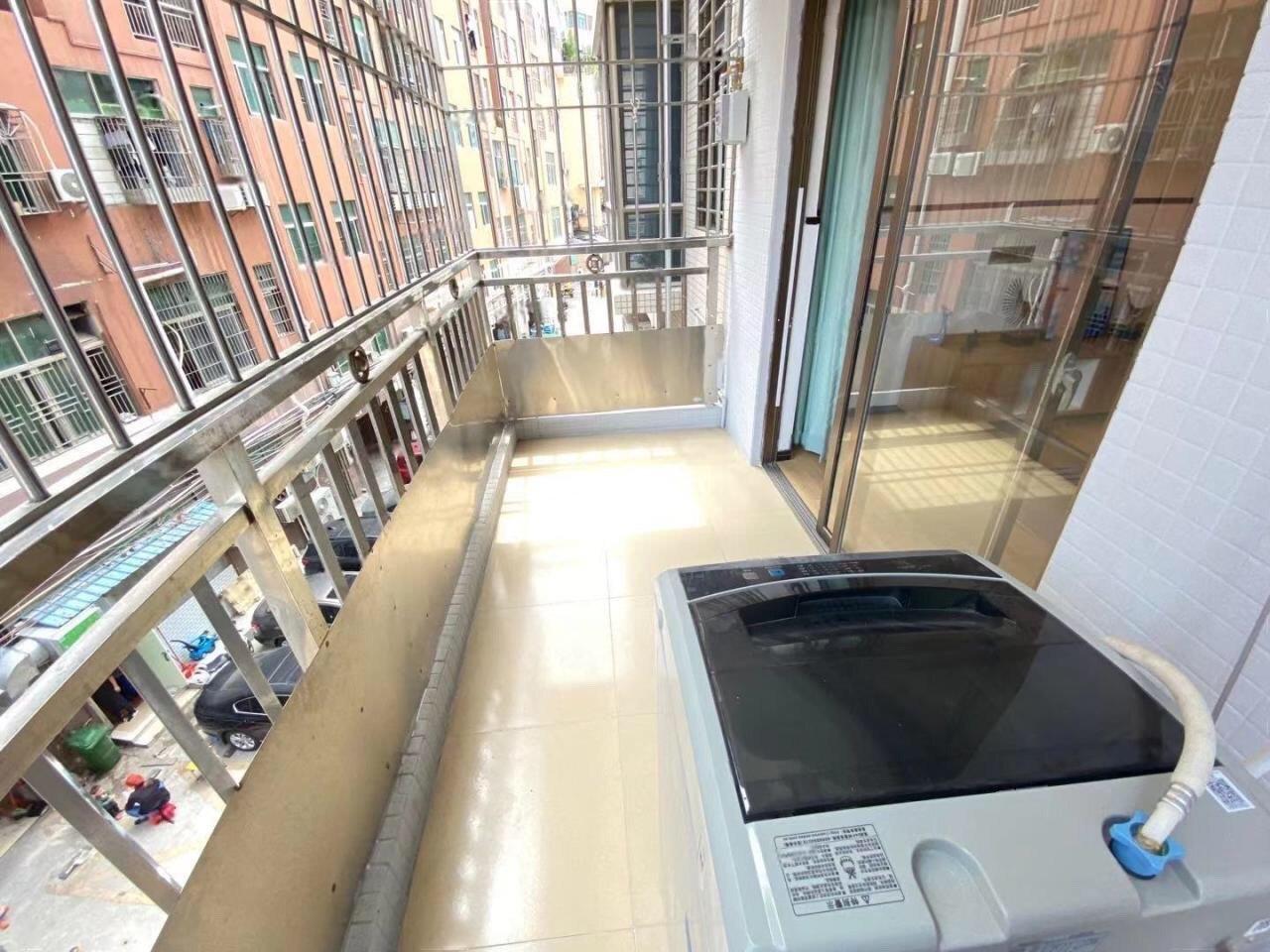 1号线地铁沿线  正规小区两房  精装大阳台 专人管理