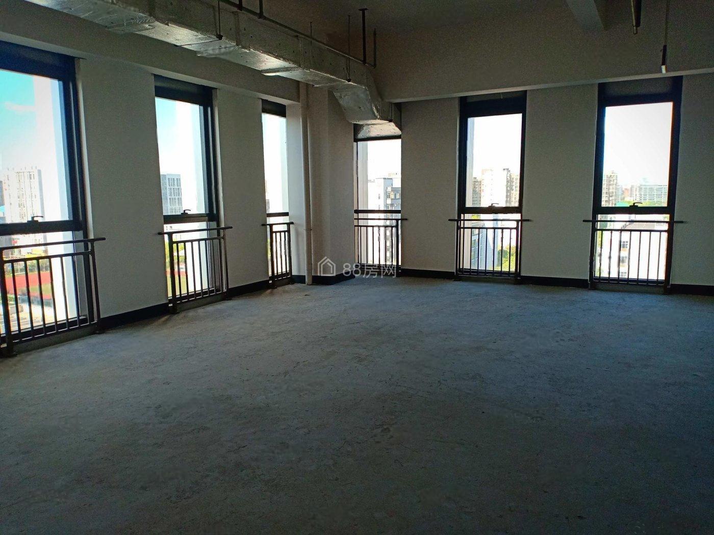 江桥万达对面甲级写字楼华泰中心整层出售,看房随时。