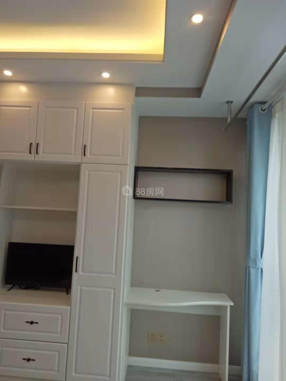 万达西紧邻京华城 红星绿地麦德龙高力国际公寓全新出租提包入住