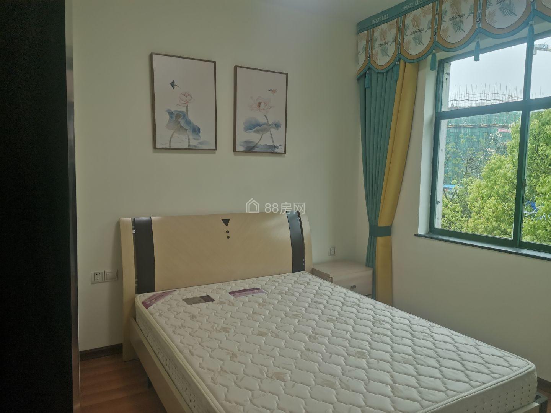 龙泉雅苑精装四室二厅二卫四楼户型很实用