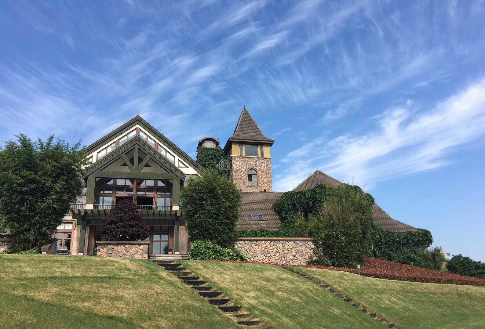 世界上最好的别墅不在半山就在高尔夫球场绿城龙 王溪