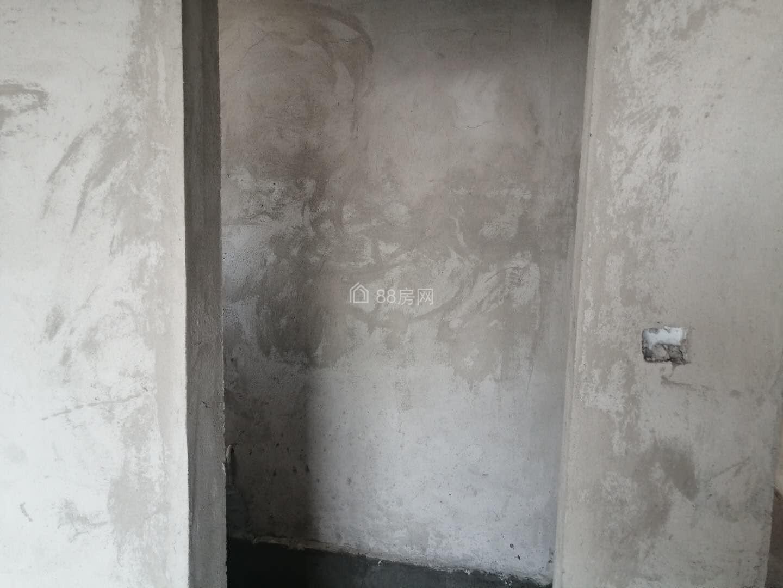 省重点高中新四中旁学府一号小区电梯房28楼毛坯三室二厅二卫