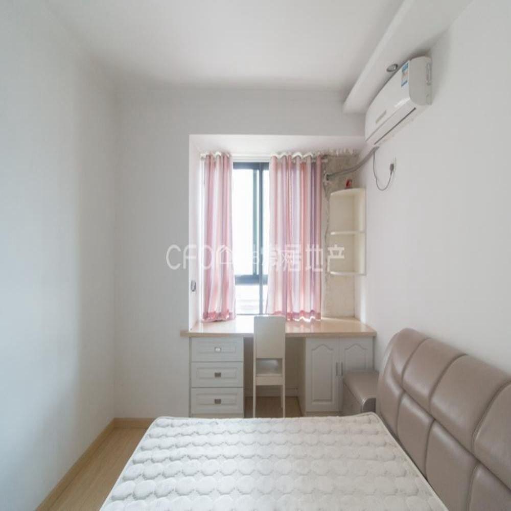 中海凤凰熙岸 1700元 2室2厅1卫 精装修,家具电器齐全