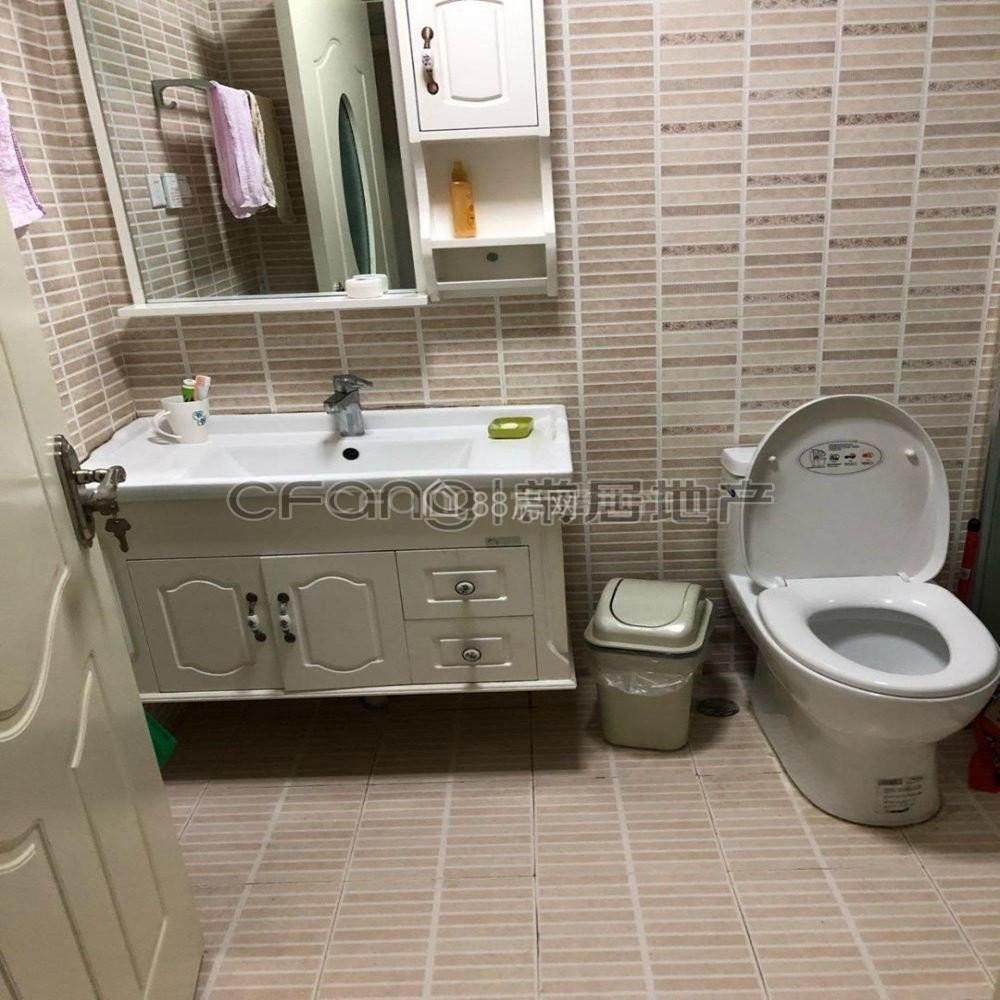 水岸花语 1800元 2室2厅1卫 精装修,干净整洁,随时入