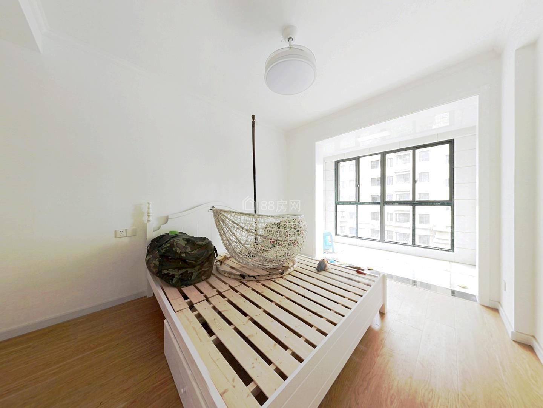 东方丽景 满两年 全新精装修一天未住 房东诚心出售