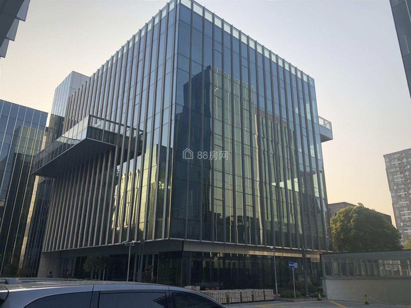 (急售)嘉定首建智谷,企业独栋出售,通燃气送露台,近宝龙中心